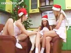 Trío lésbico en Navidad