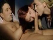 Dos jovencitas forzadas a hacer un trío