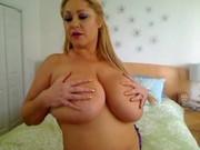 Rubia gordita lo enseña todo en la webcam