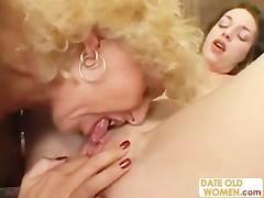 Abuela le come el coño a su nieta