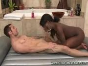 Una ducha erótica e interracial