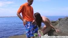 Encuentro sexual improvisado junto a la playa