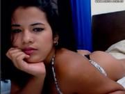 Joven mexicana tetuda en la webcam