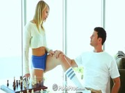 Su sexy novia le hace un striptease
