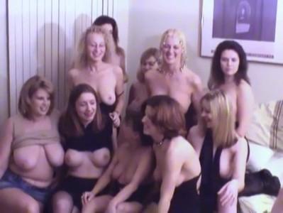Una orgía de lesbianas multitudinaria