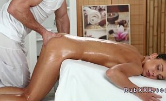 Disfrutando de un estupendo masaje erótico