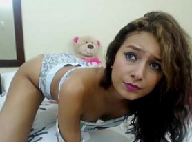 Morena amateur dando un espectáculo por webcam