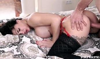 Morena con el culo perfecto follada por la vagina