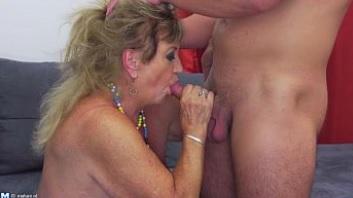 Una abuela que a pesar de su edad sigue disfrutando del sexo