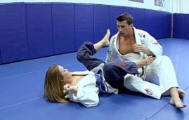 Joven rubia se lo monta con su profesor de karate