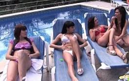 Cuatro chicas gozan haciendo guarradas en la piscina