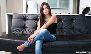 Belleza colombiana amateur se presenta por primera vez a un casting