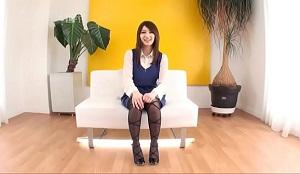 Japonesa de tetas grandes hace su debut en la industria porno