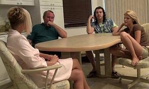 Unas vacaciones en familia con mucho sexo entre sus componentes
