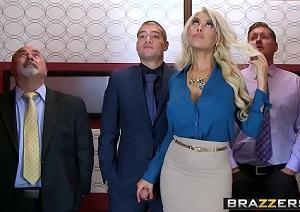 Bridgette B se queda encerrada en el ascensor con un maromo