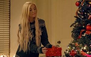 Follan en un trío salvaje al abrir sus regalos de Navidad