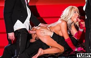 Adriana Chechik doble penetrada en un espectáculo porno