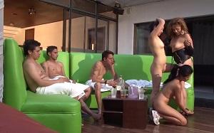 Tres colombianas calientes acaban montando una orgía con tres hombres