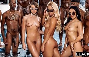 Tres actrices porno hacen una orgía con un grupo de negros