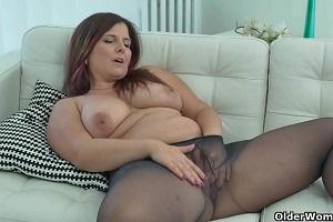 Dos maduras nos regalan una sesión de orgasmo al masturbarse