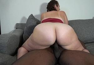 Madura gorda amateur folla con un negro mientras su marido graba
