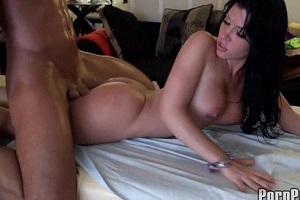 Rebeca Linares es muy zorra para no acabar follando en un masaje