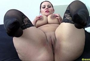 Alemana obesa por webcam masturbándose hasta el orgasmo